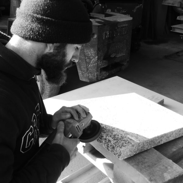 Marbrier tailleur de pierre Guillaume Zamora